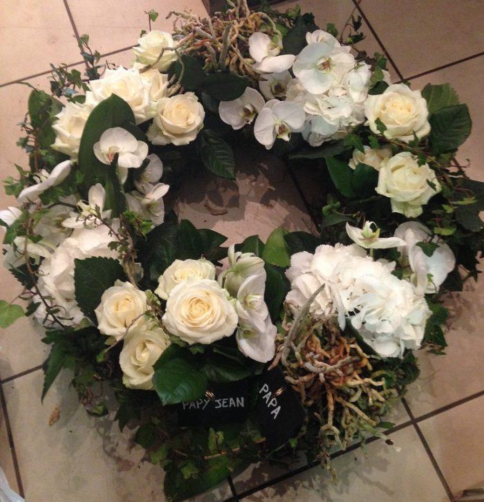 Couronne de fleurs blanches 1