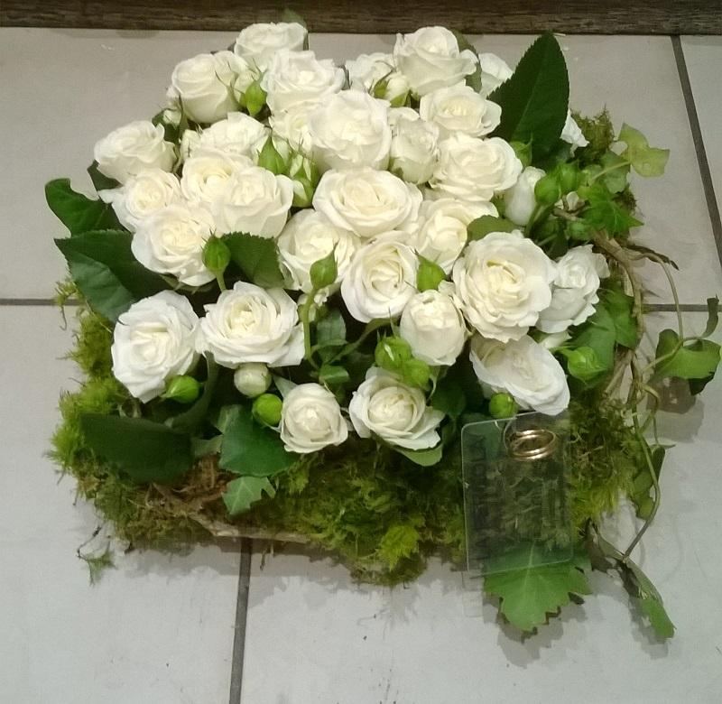 Coussin carré de roses branchues 1